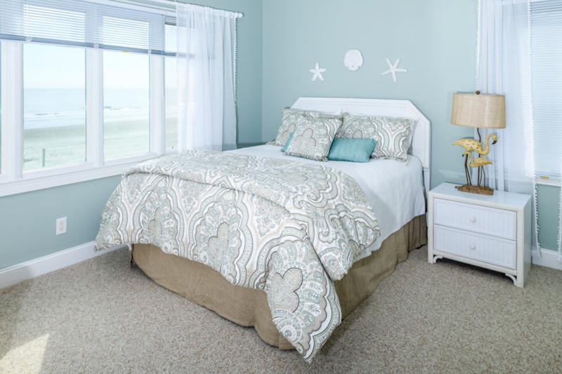 Queen Seashell Bedroom