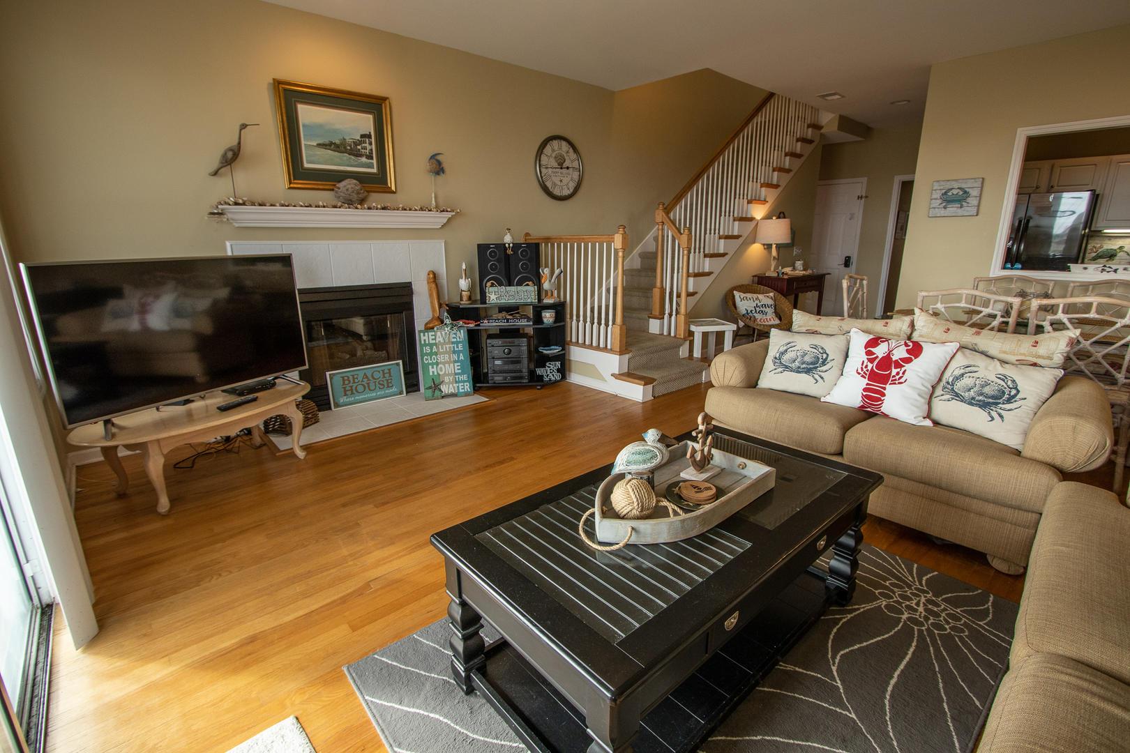 Living, TV, stereo, access to balcony