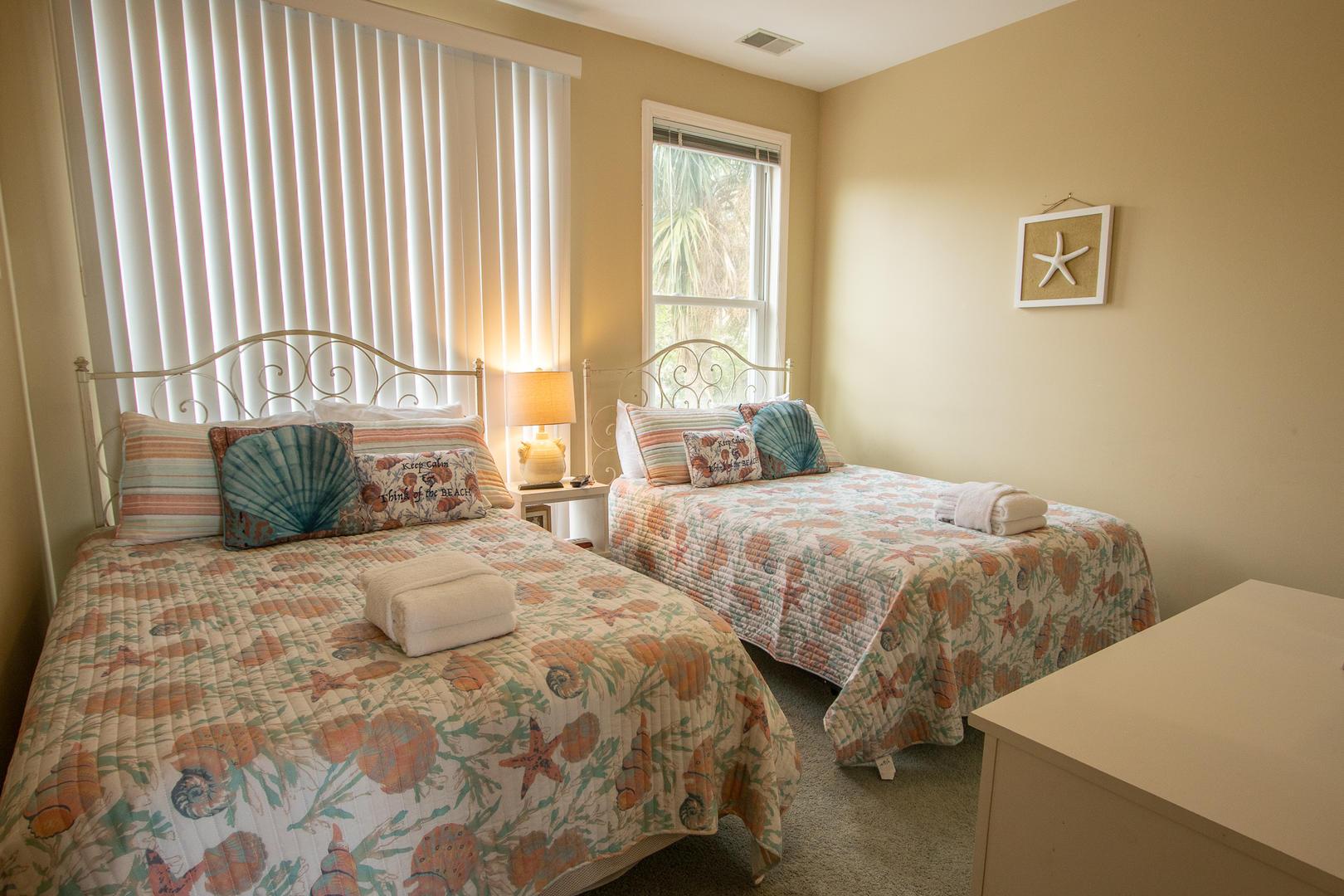 Bedroom 2, 1st floor, TV, en suite full bath