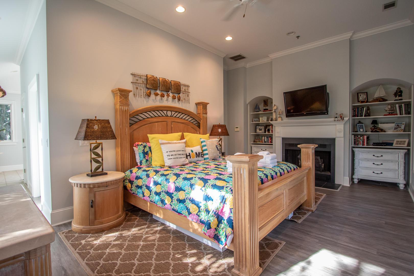 Master bedroom, 2nd floor, TV, en suite full bath, personal balcony