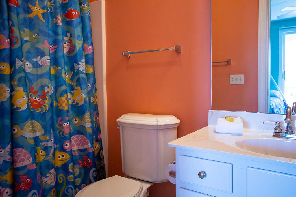 En suite bath for bunk room