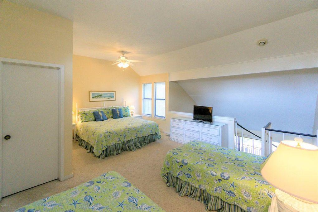 Loft, 2nd floor, TV, en suite full bath