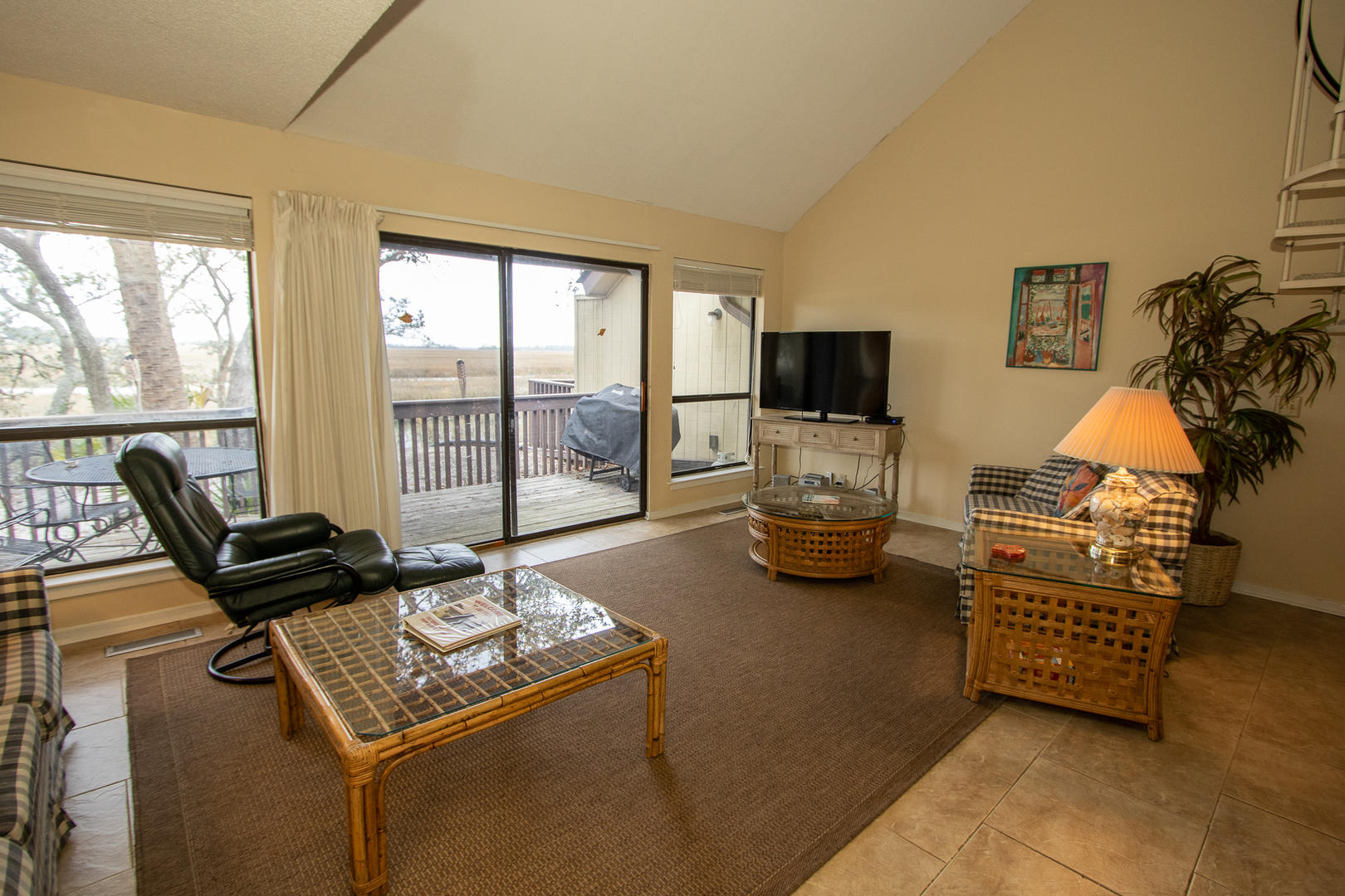 Living, TV w/ DVD player, access to balcony