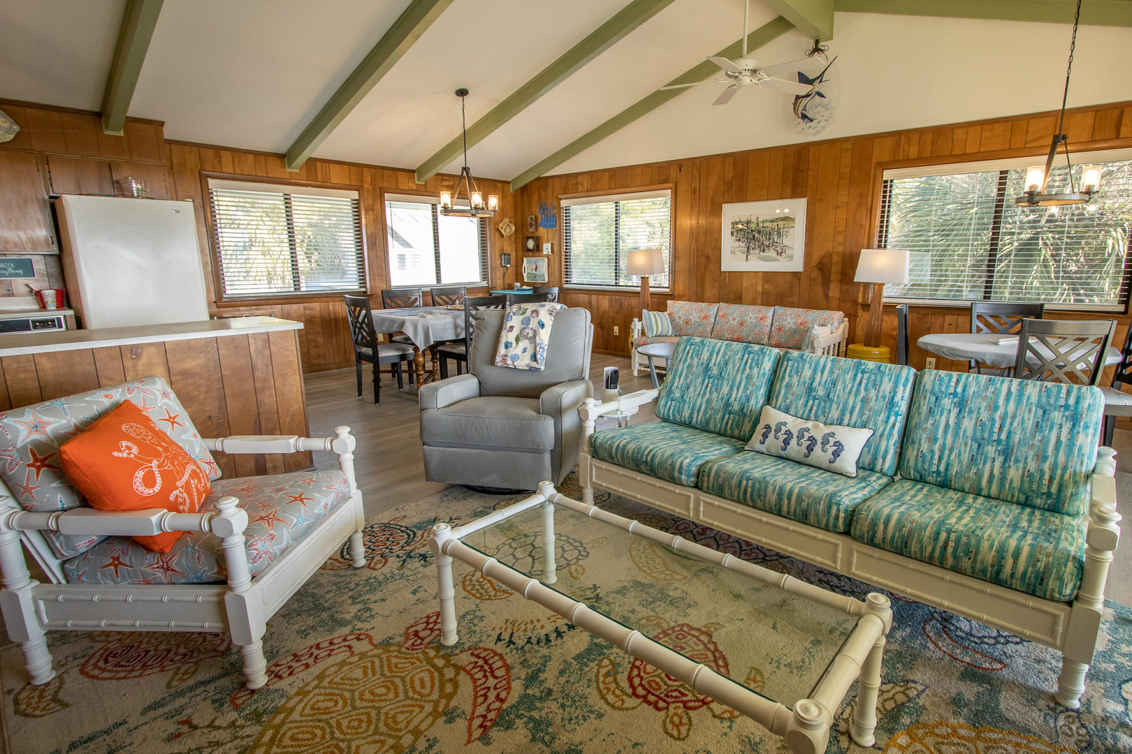 Living, TV, access to back deck