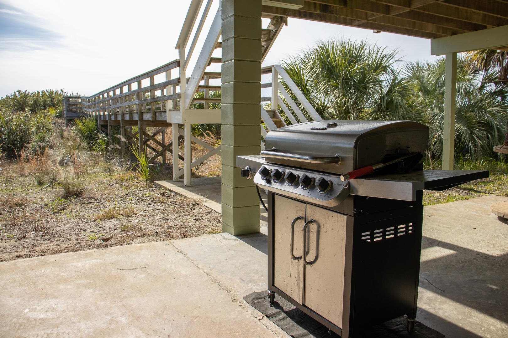 Grill on ground level