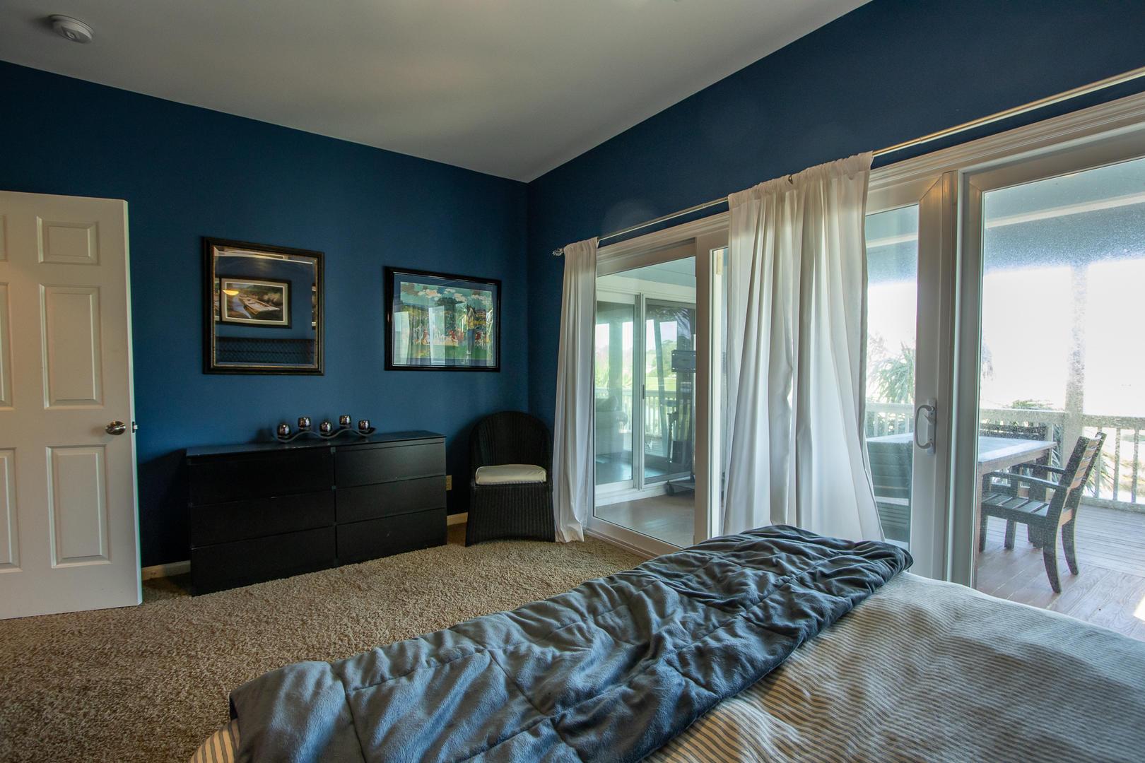 Master, 1st floor, TV, en suite full bath, access to deck