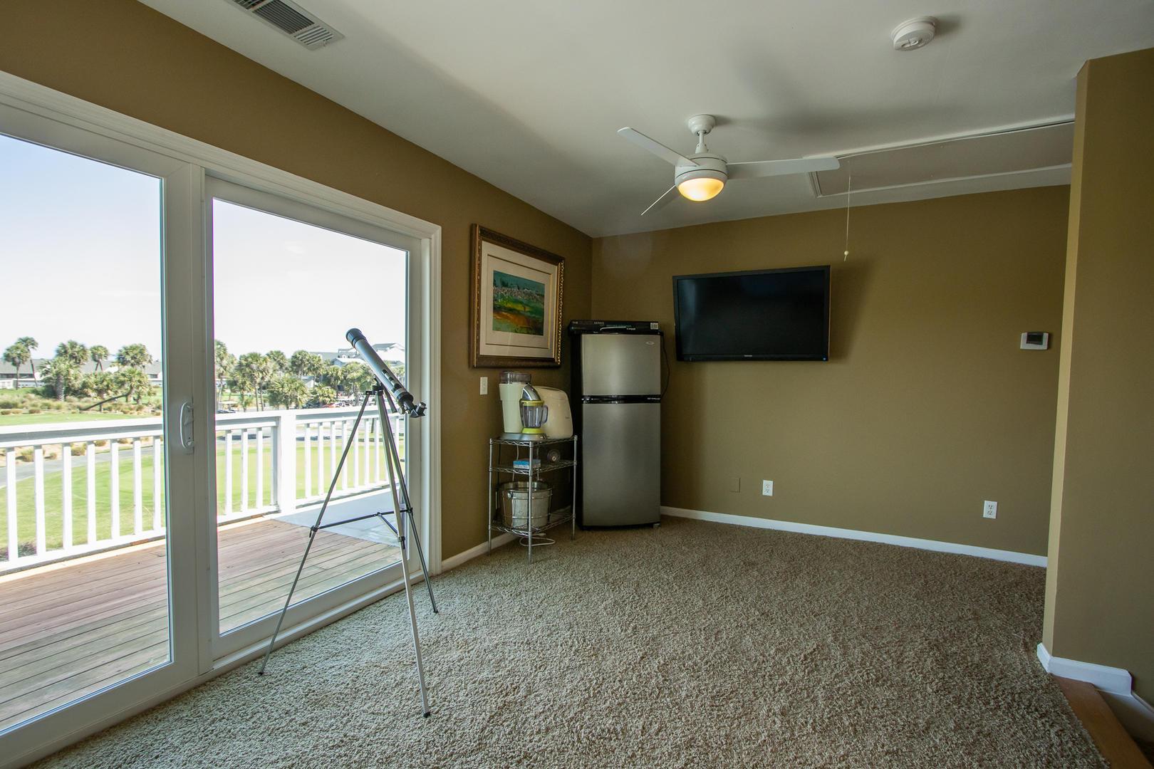 Upstairs den, TV, Access to balcony