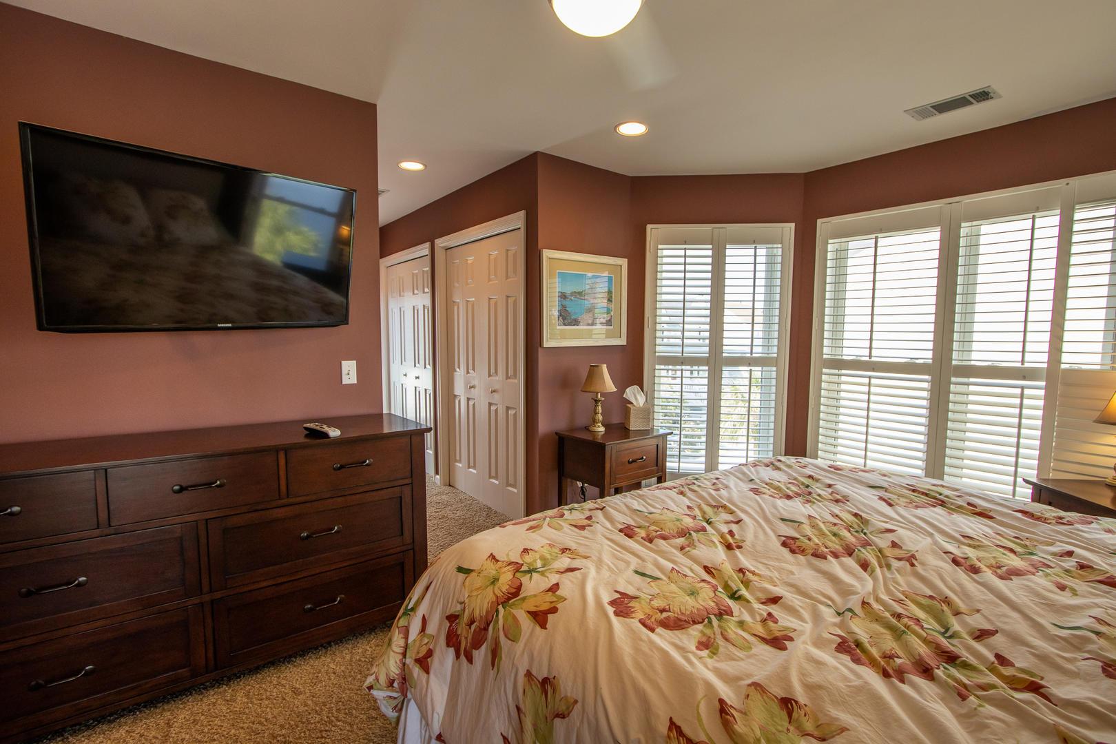 Bedroom 1, 2nd floor, TV, en suite full bath, access to front balcony