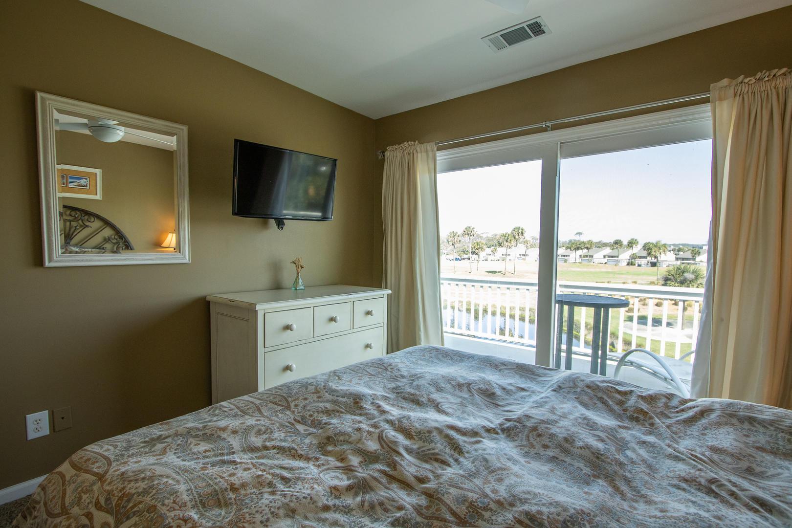 Bedroom 2, TV, access to back balcony