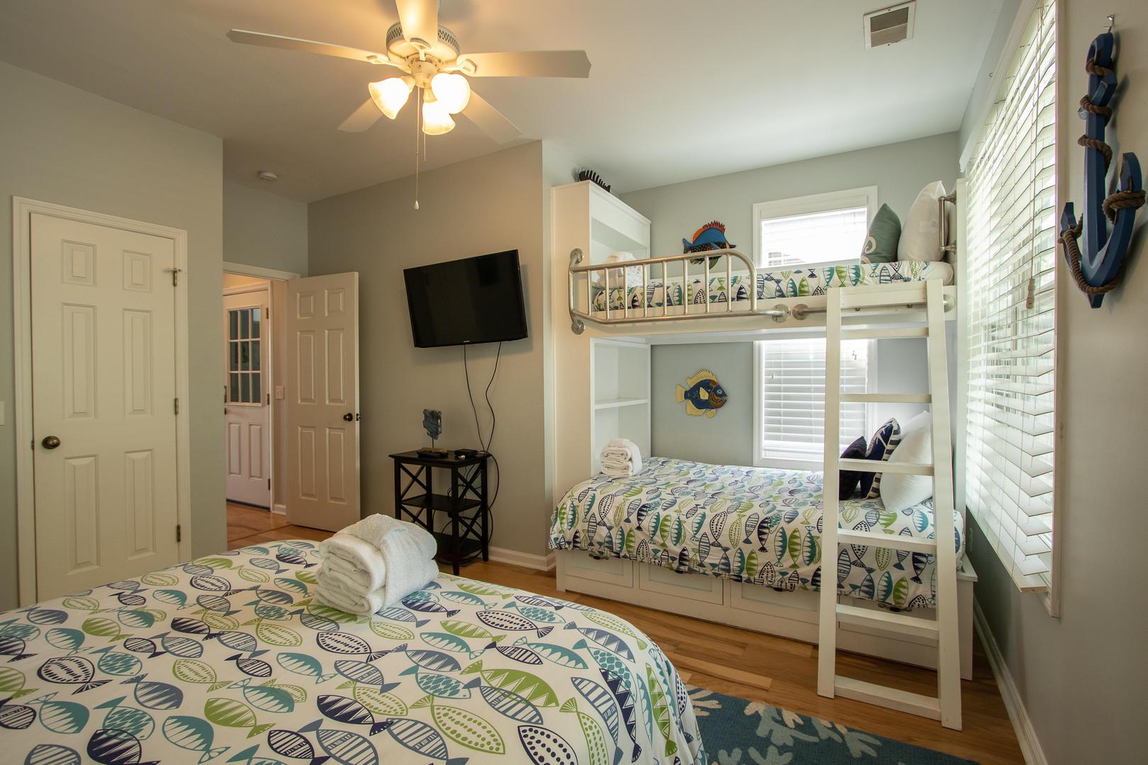 Bedroom 2, TV, bunks, en suite full bath