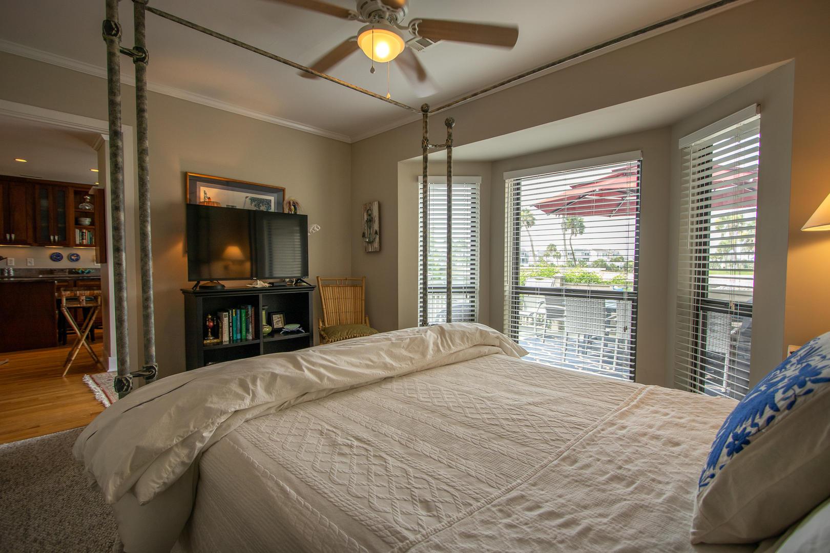 Bedroom 1, 1st floor, TV, jack and jill bath