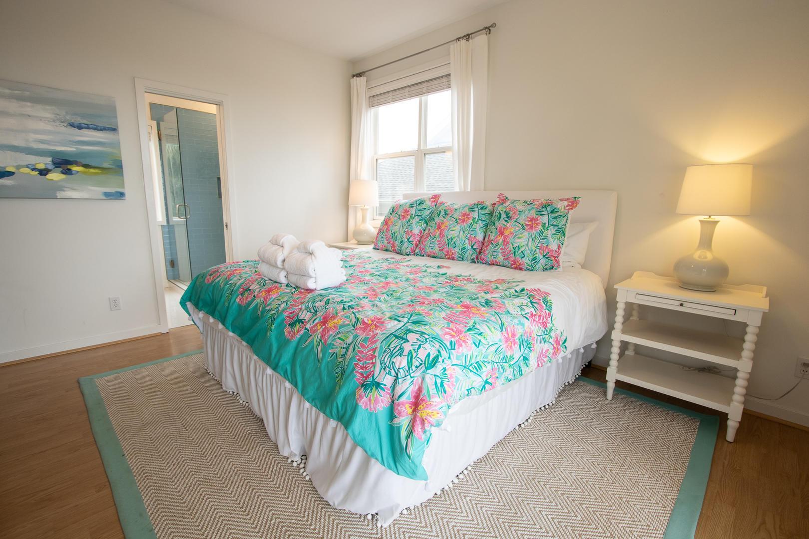 Master, 1st floor, TV, access to personal balcony, en suite full bath