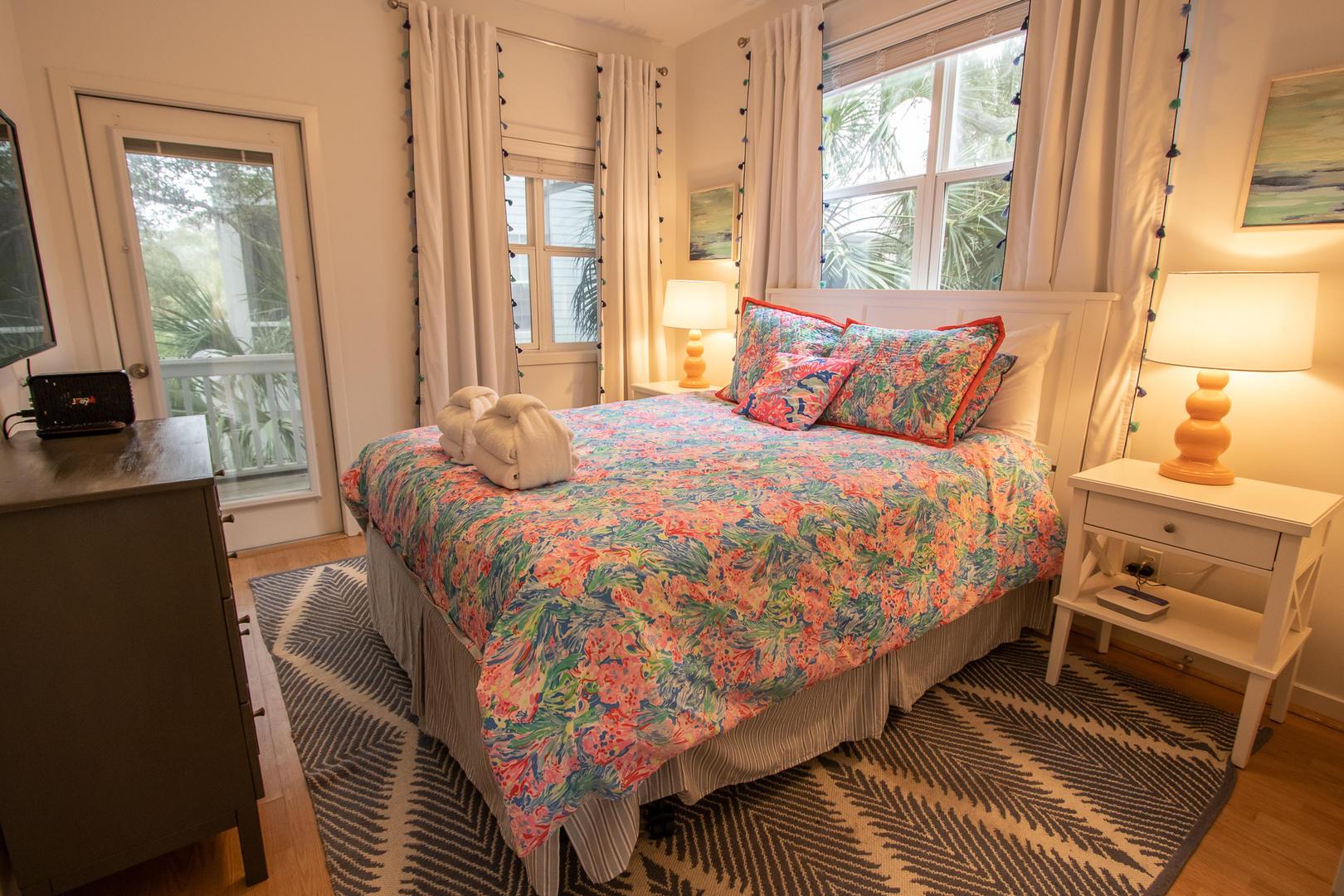 Bedroom 2, TV, access to screened balcony