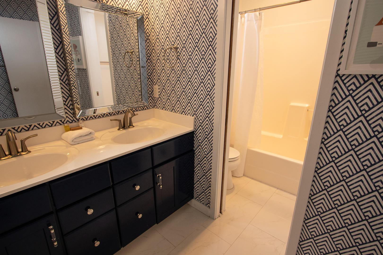1st floor bathroom between bedrooms 2 and 3