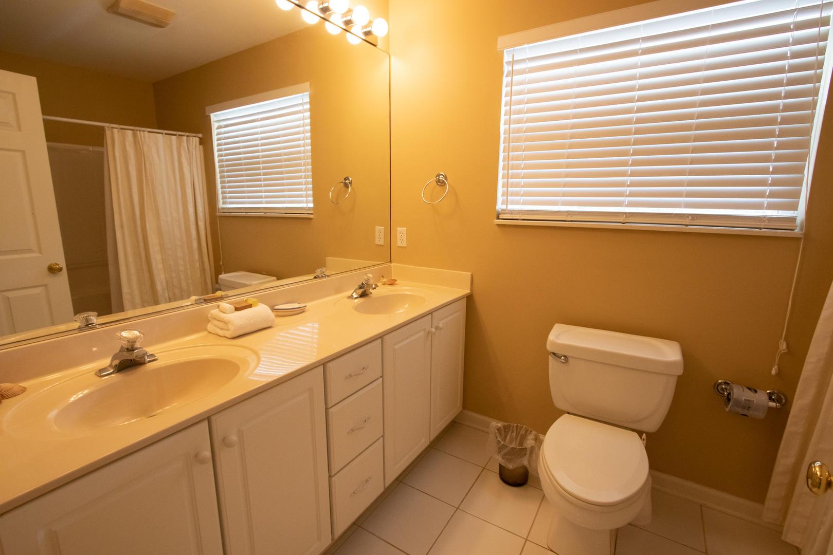2nd floor bath between bedroom 2 and master