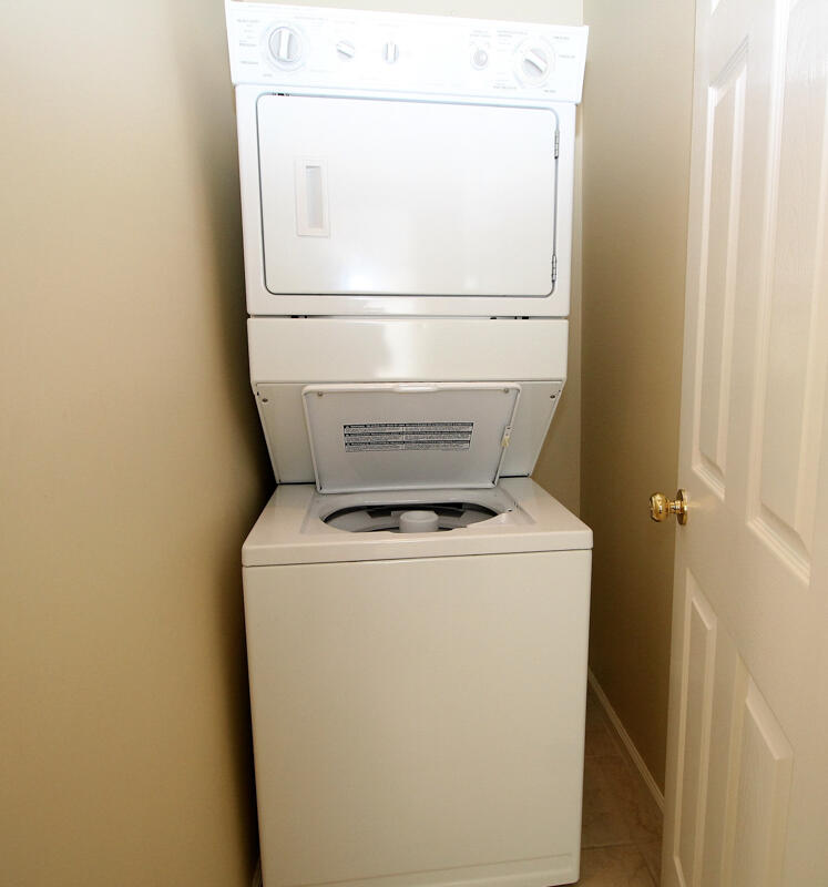 Washer/Dryer in Right En Suite Bath