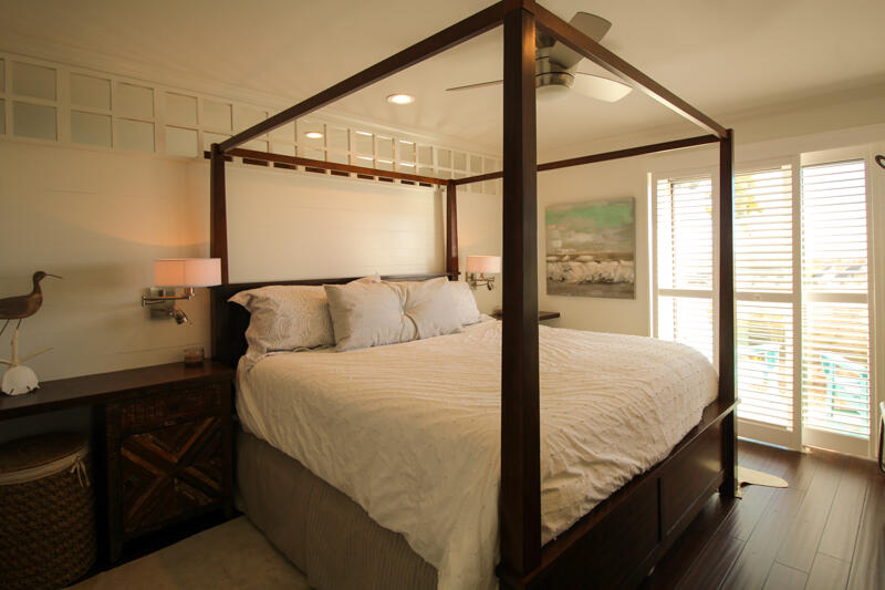 Master Bedroom with king bed/1st floor