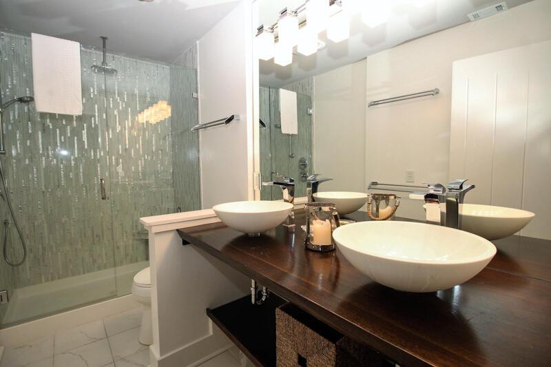 Master Bedroom En Suite Bath
