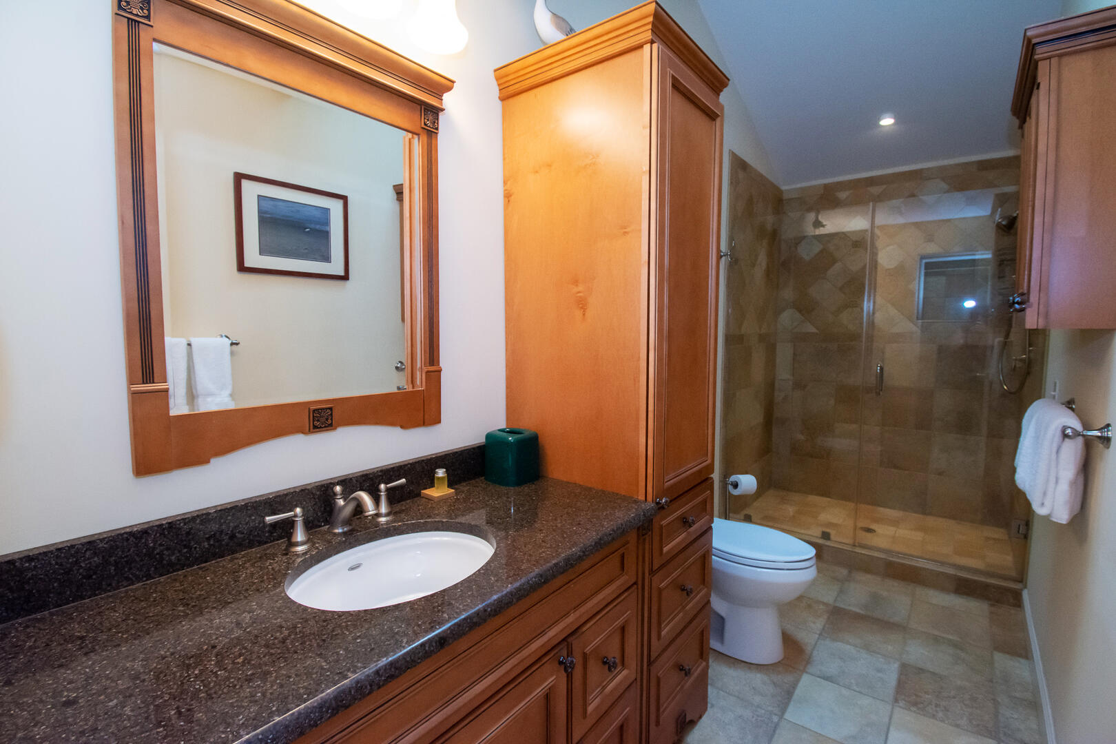 Hall Full Bath for 2 Queen Guest Rooms