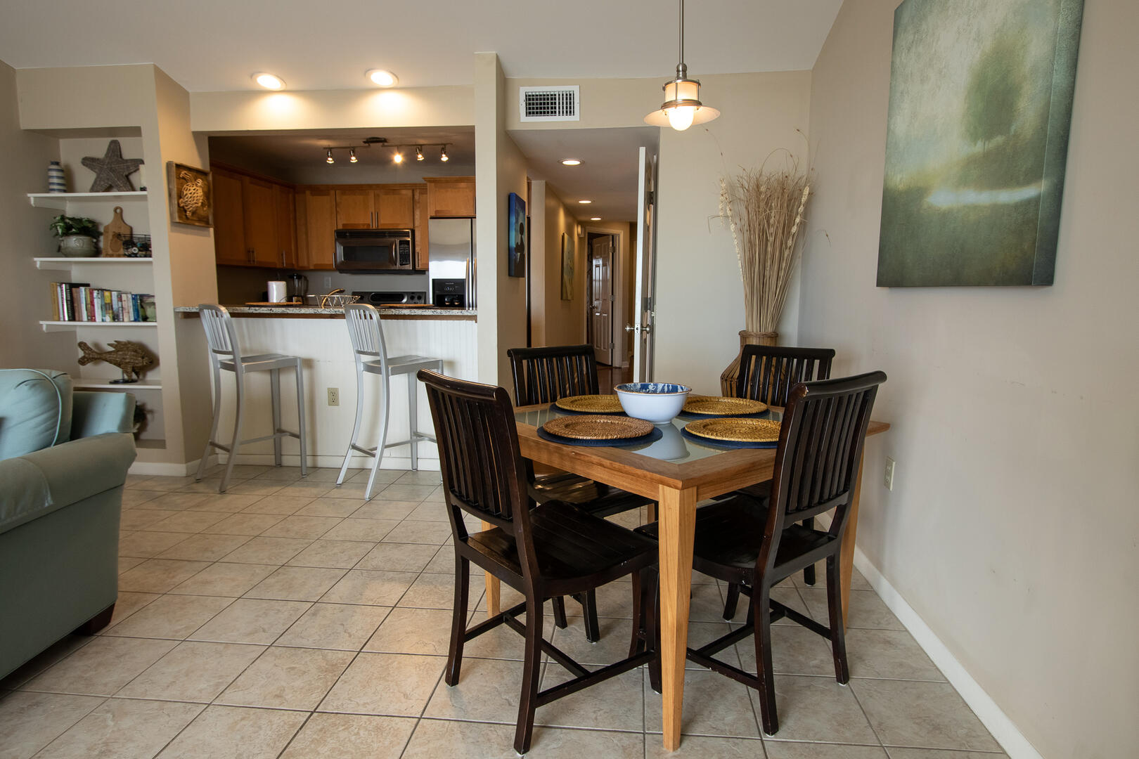 Dining in living area, 4 seat table