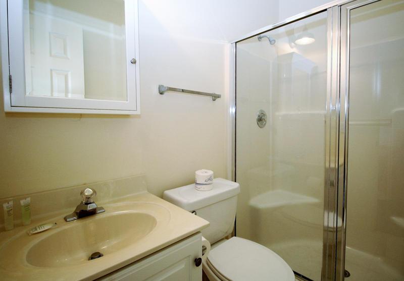 1st Floor Left Bedroom En Suite Bath