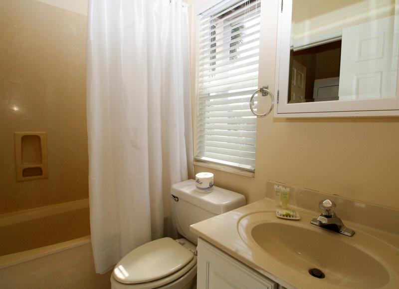1st Floor Right Bedroom En Suite Bath