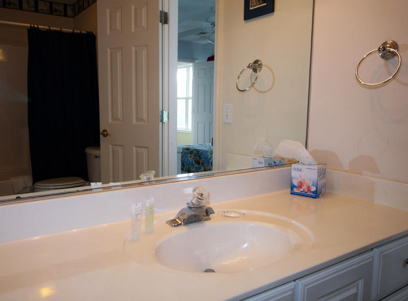 Jack and Jill Bathroom between Full and Twin Bedrooms