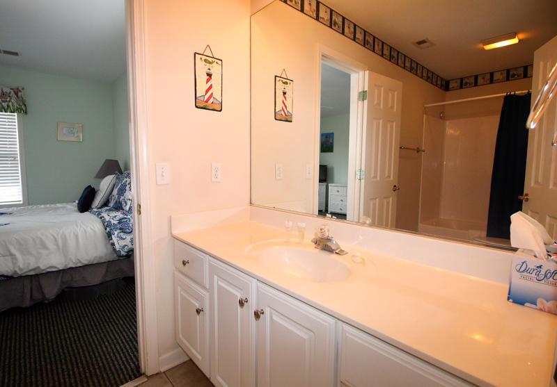 Jack and Jill Bathroom batween Full and Twin Bedrooms