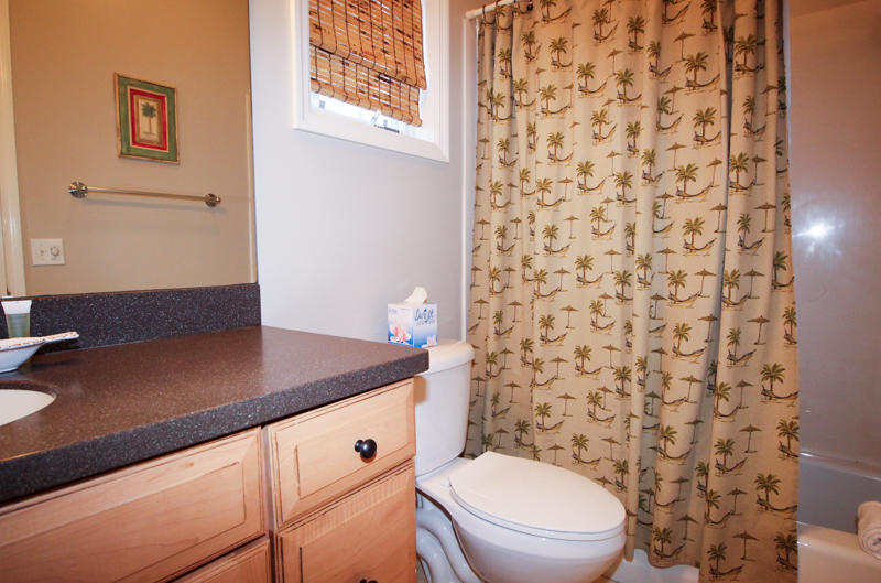 Hall Bath Between Twin and Queen Bedrooms