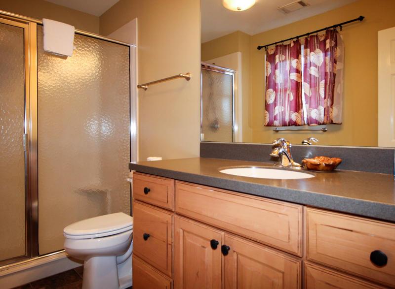 2nd Floor Right Side King Bedroom En Suite Bath