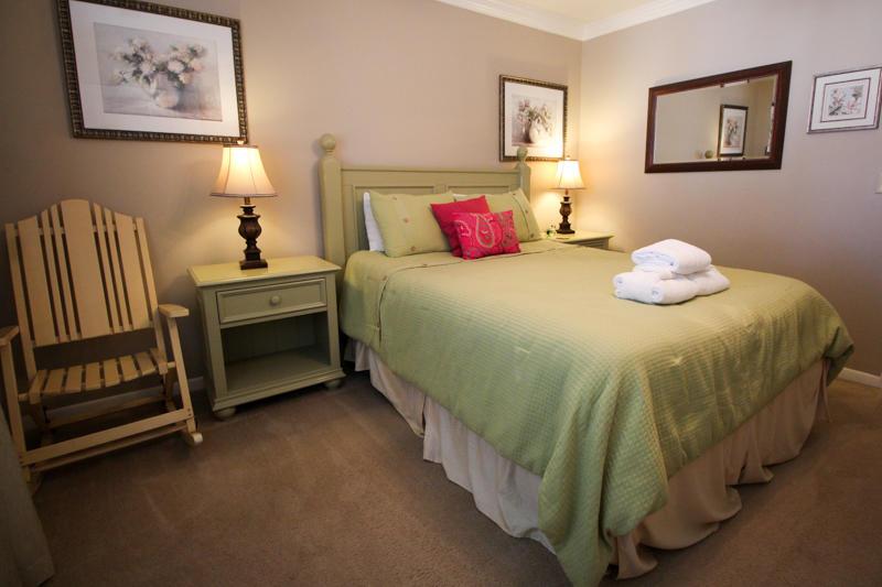 Queen Bedroom - Main Floor