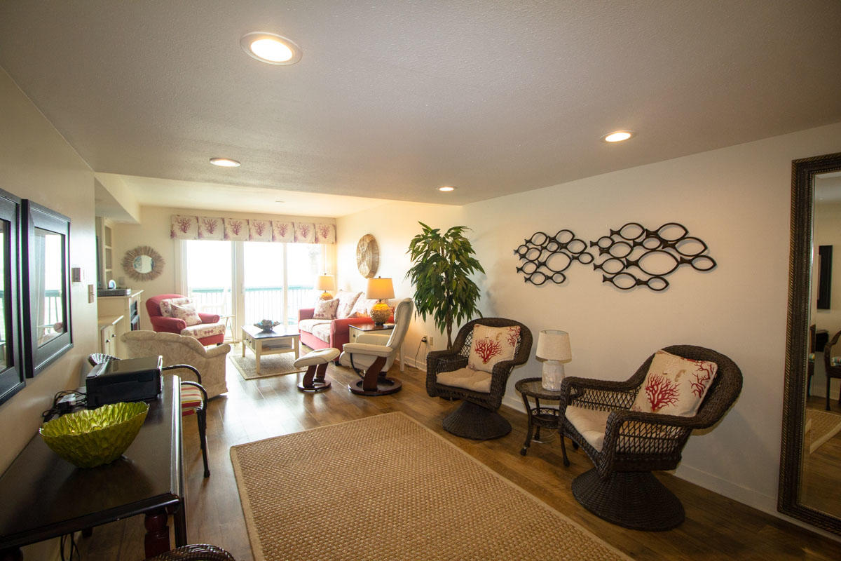 Sitting area adjacent to Living Room