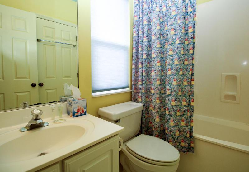 Left Bedroom En Suite Bath