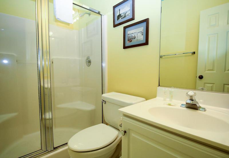 Right Bedroom En Suite Bath