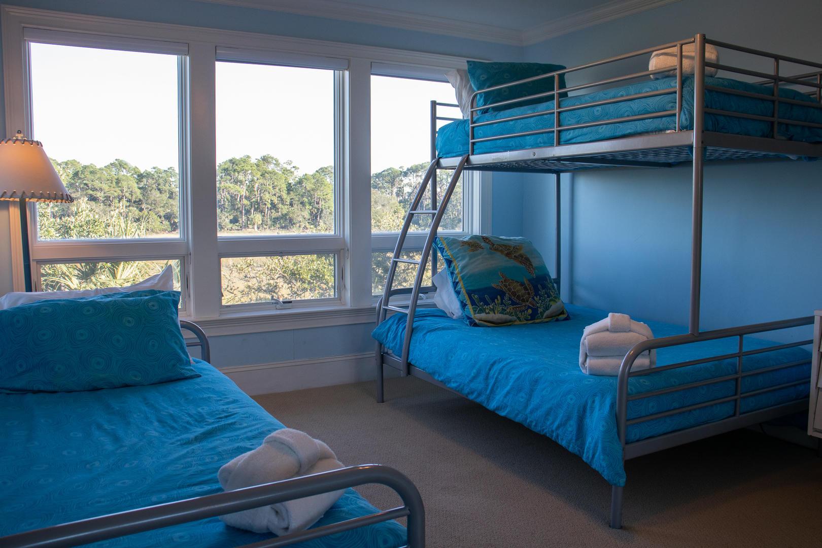 Bedroom 1, 2nd floor, TV w/ DVD player, en suite full bath