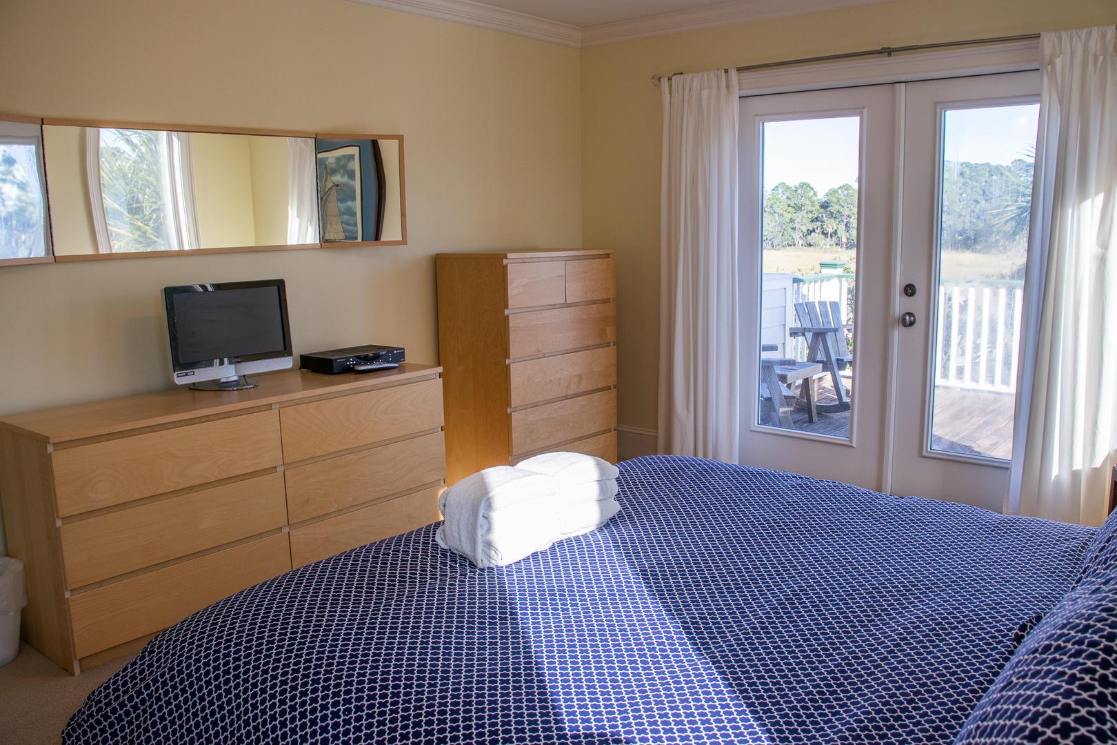Master, 2nd floor, TV w/ DVD player, upper deck access, en suite full bath