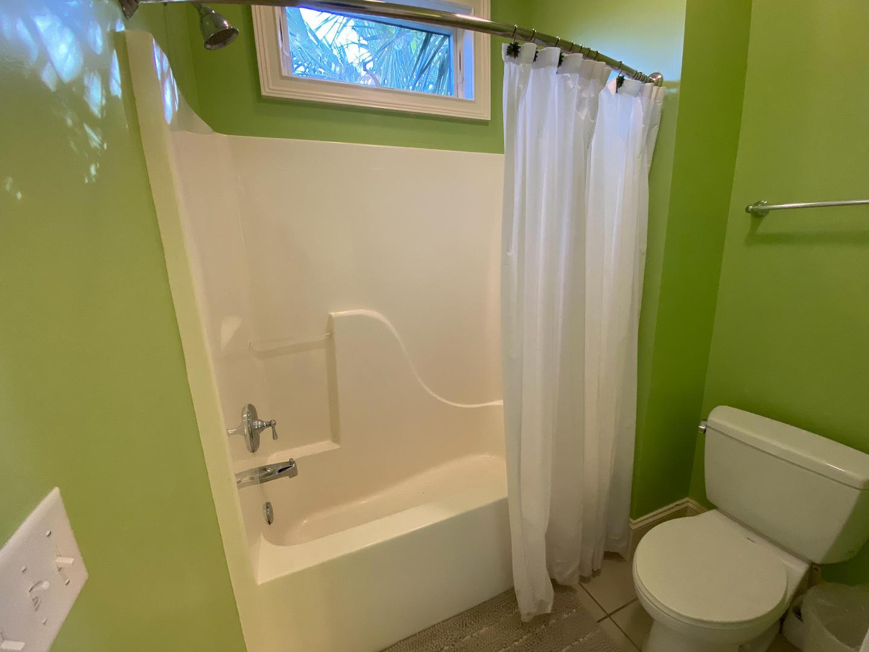 Hall bath across from bedroom 2