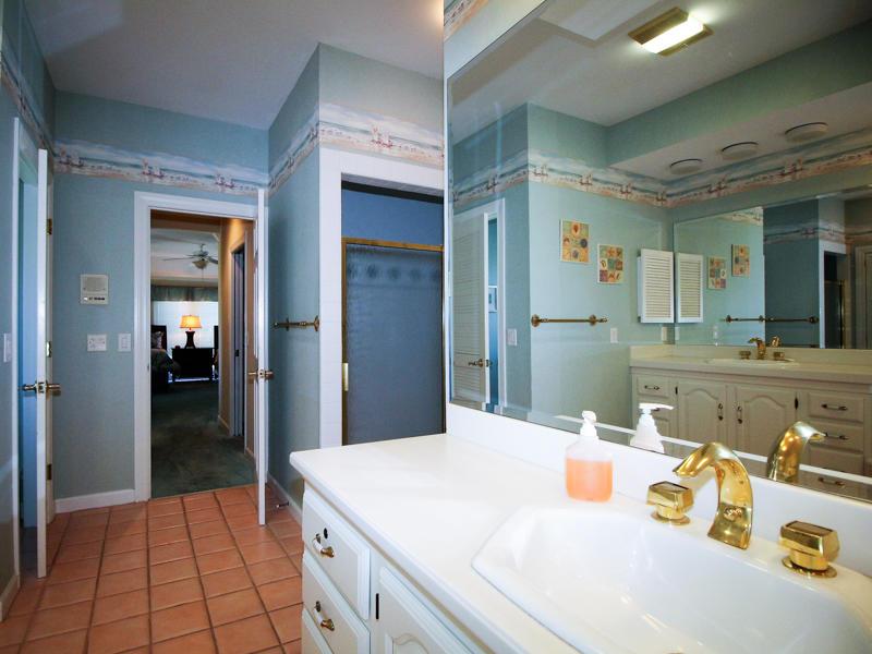 Double Queen en suite bath