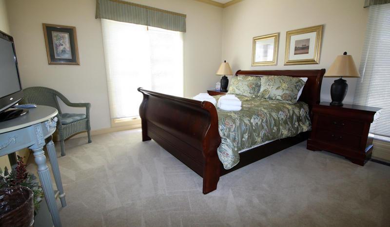 1st Floor queen bedroom near kitchen