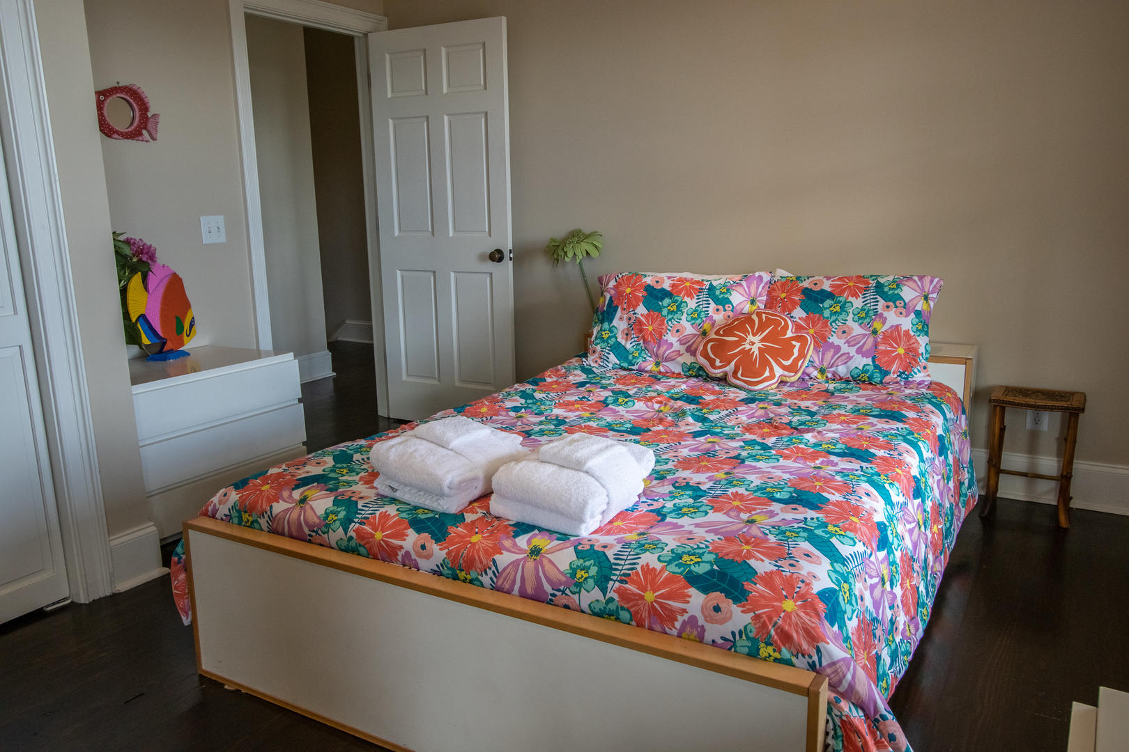 Bedroom 4, 2nd floor, TV w/ DVD player, en suite full bath