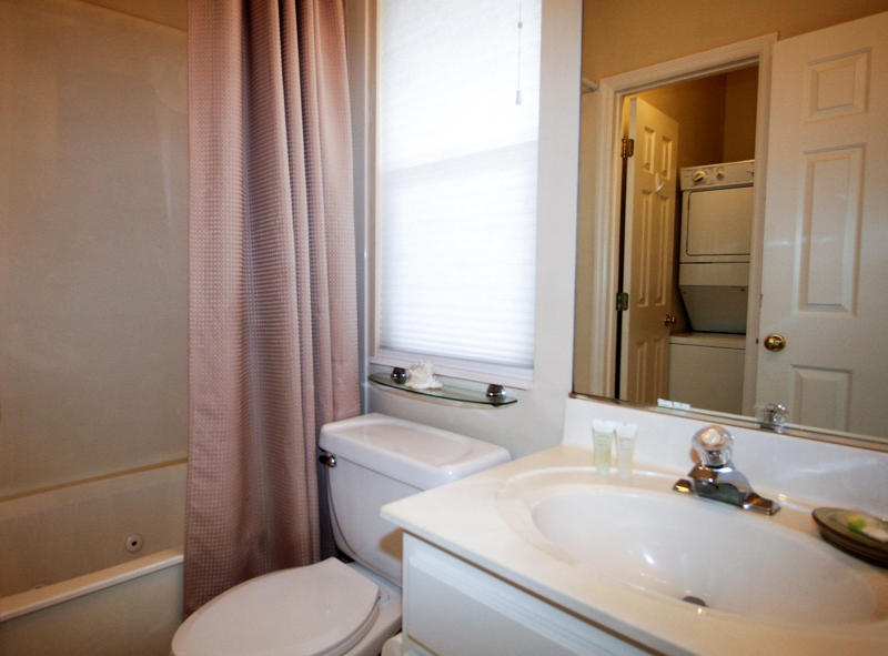 Right En Suite Bath w/washer and dryer