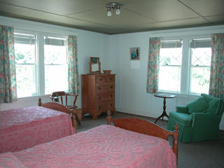 First floor twin bedroom adjacent to the master