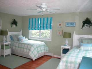 First floor Twin guest room