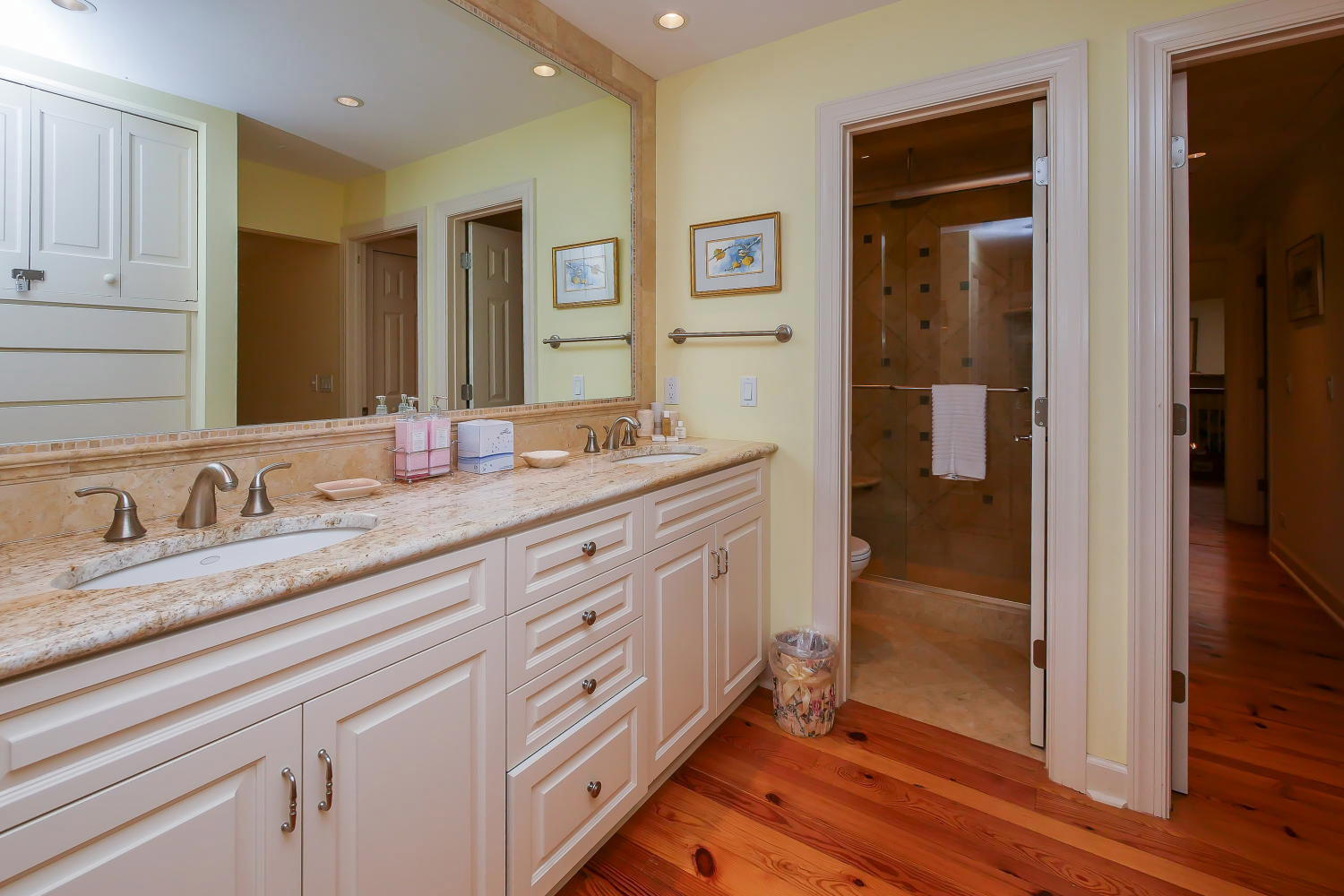 Bath for king BR - 2nd level | Royal Estate plus Cottage