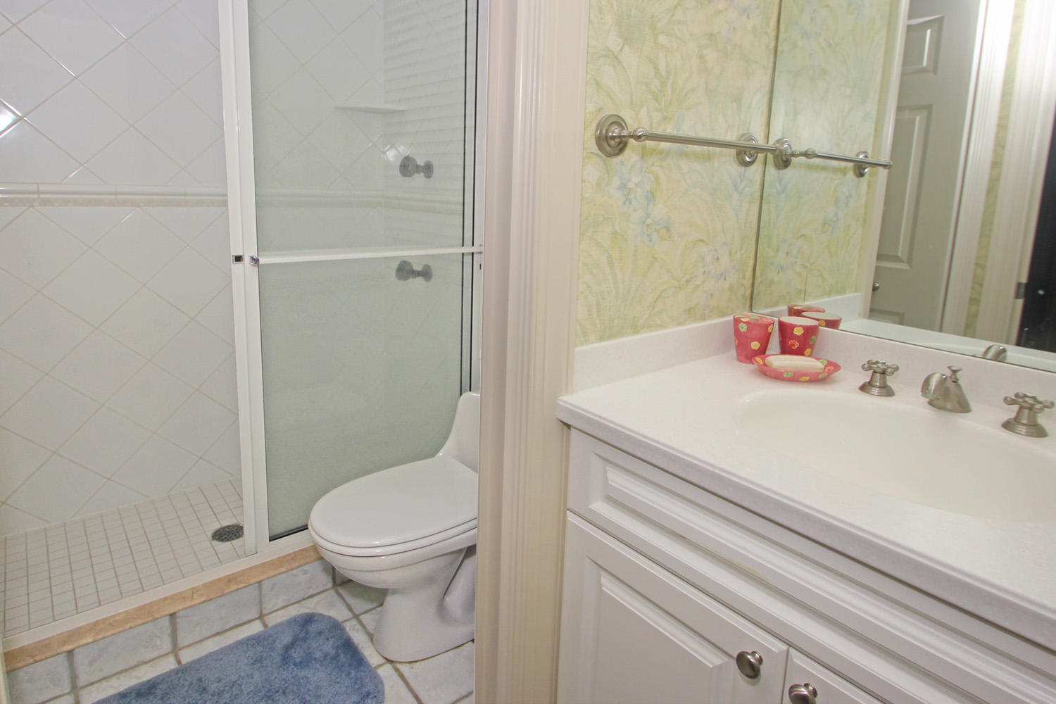 Bath for queen BR - guest house | Royal Estate plus Cottage