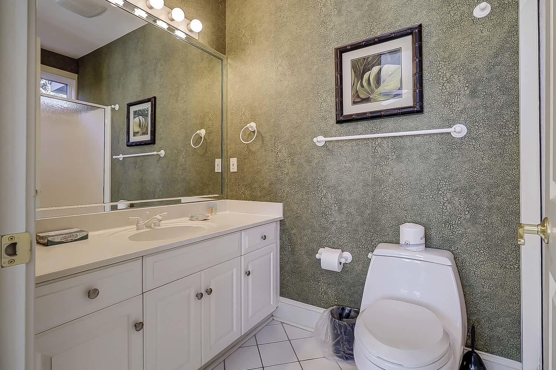 Queen Bathroom- First Level | Sea Dream