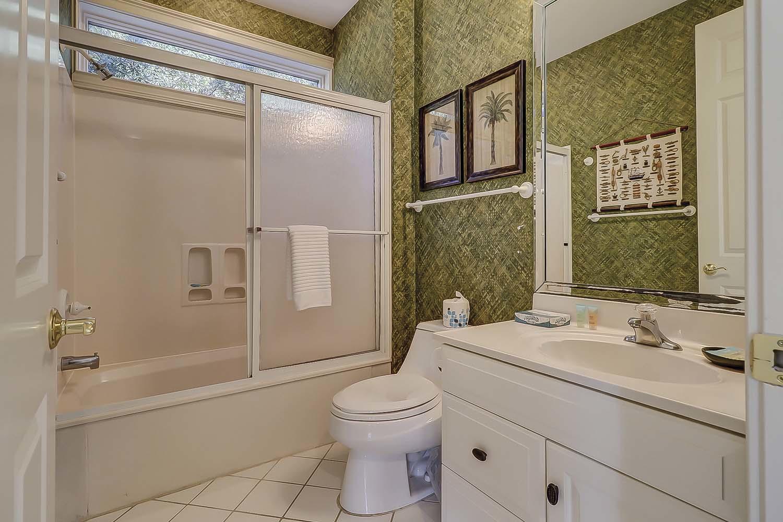 Queen Bathroom- Second Level | Sea Dream