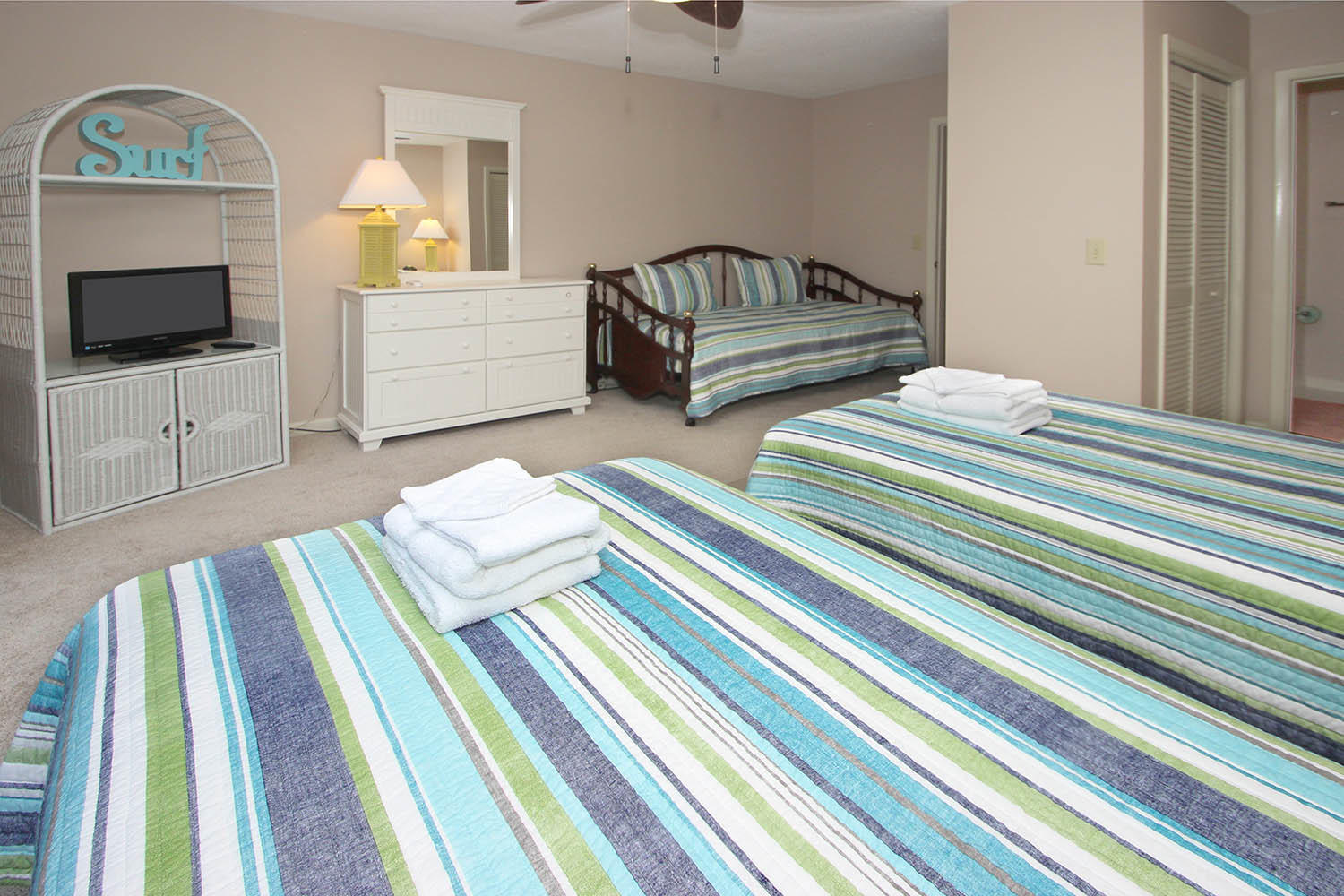 Guest BR with two twins and daybed