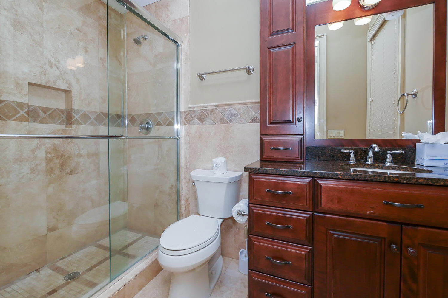 King Bathroom- 1st Floor