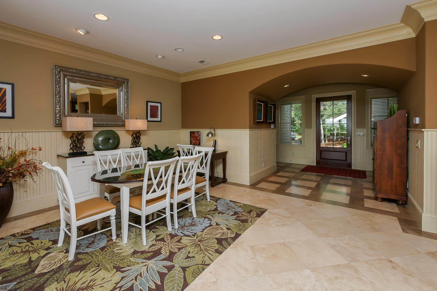 Breakfast Area and Foyer